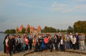 Troki - w tle zamek wielkich książąt litewskich