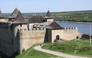 Zamek-w-Chocimiu-na-Ukrainie-660x330